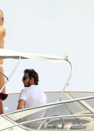 Kate Hudson in White Bikini -04