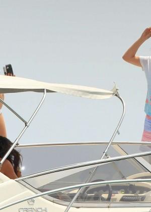 Kate Hudson in White Bikini -07