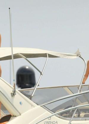 Kate Hudson in White Bikini -10