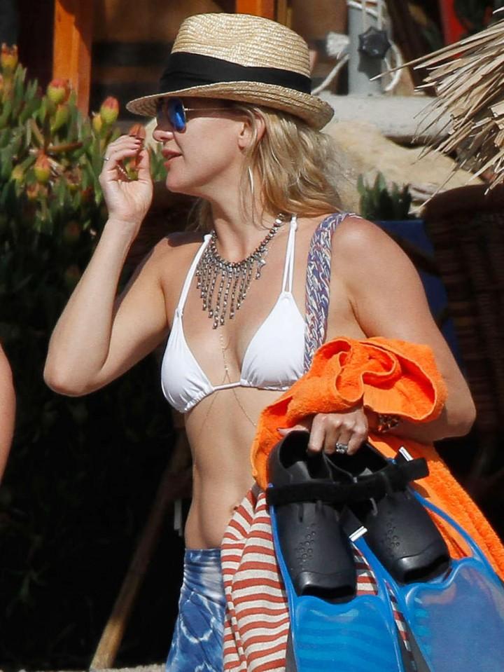 Kate Hudson 2014 : Kate Hudson Bikini Photos: 2014 in Ibiza -08
