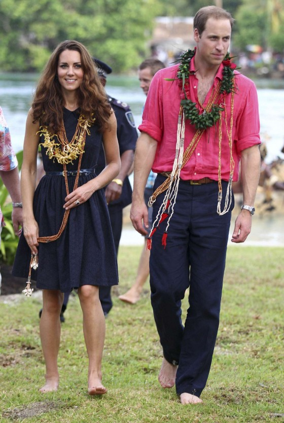 Kate Middleton showing legs in Tavanipupu