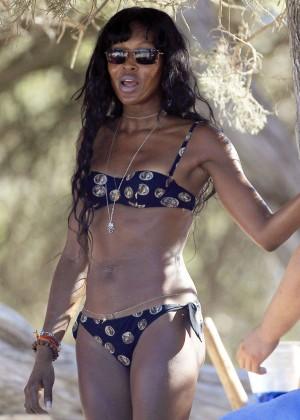 Kate Moss and Naomi Campbell in Bikini -08