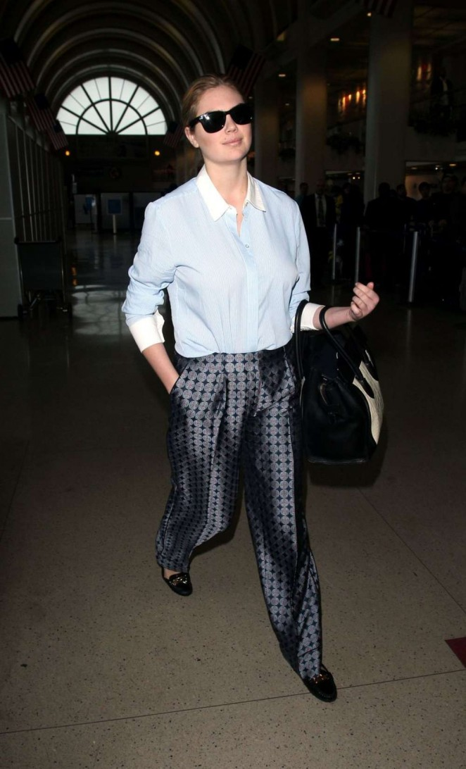 Kate Upton at LAX -01