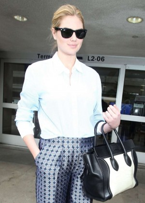 Kate Upton at LAX -07
