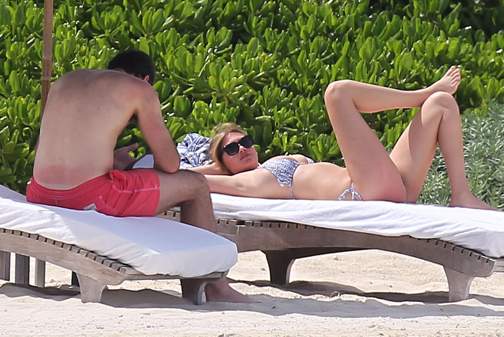 Kate-Upton-bikini:-Mexico-2014-33.jpg