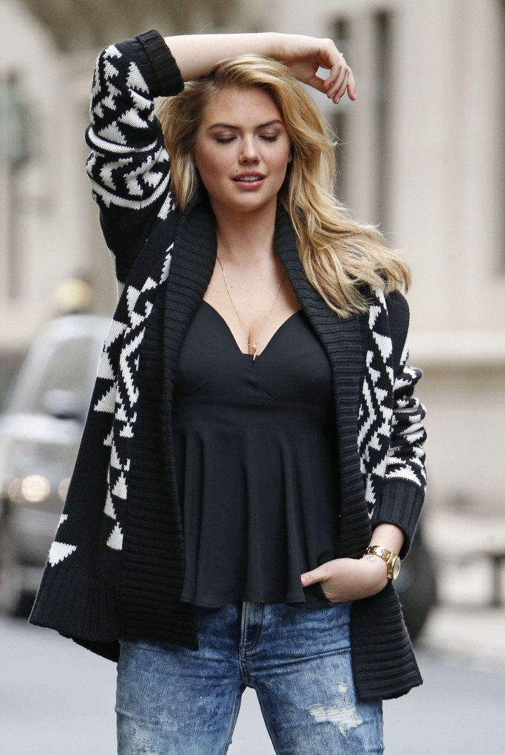 Kate-Upton-Street-Photoshoot-in-NYC--11-