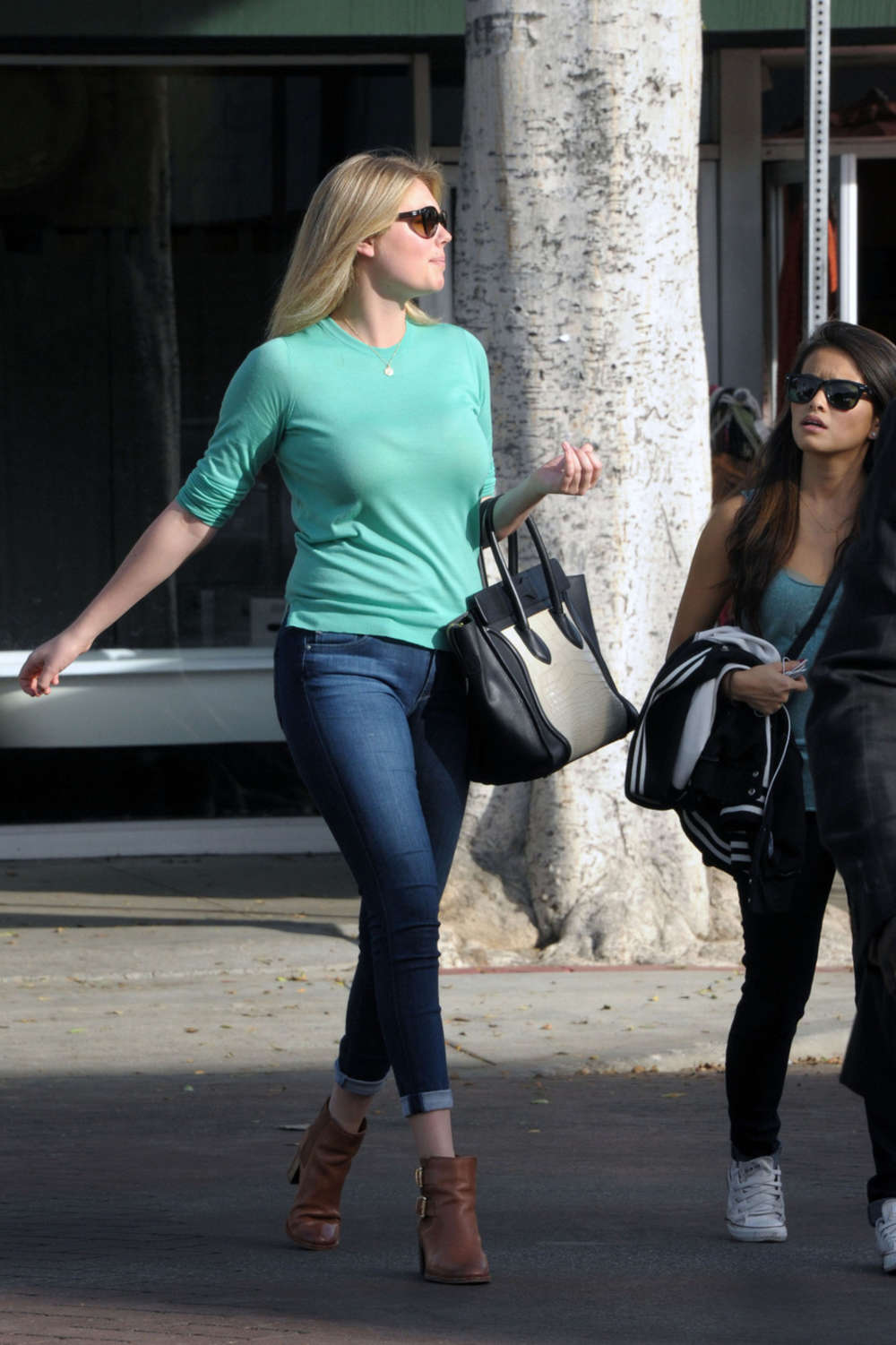 Kate Upton in Tight Je... Hilary Duff