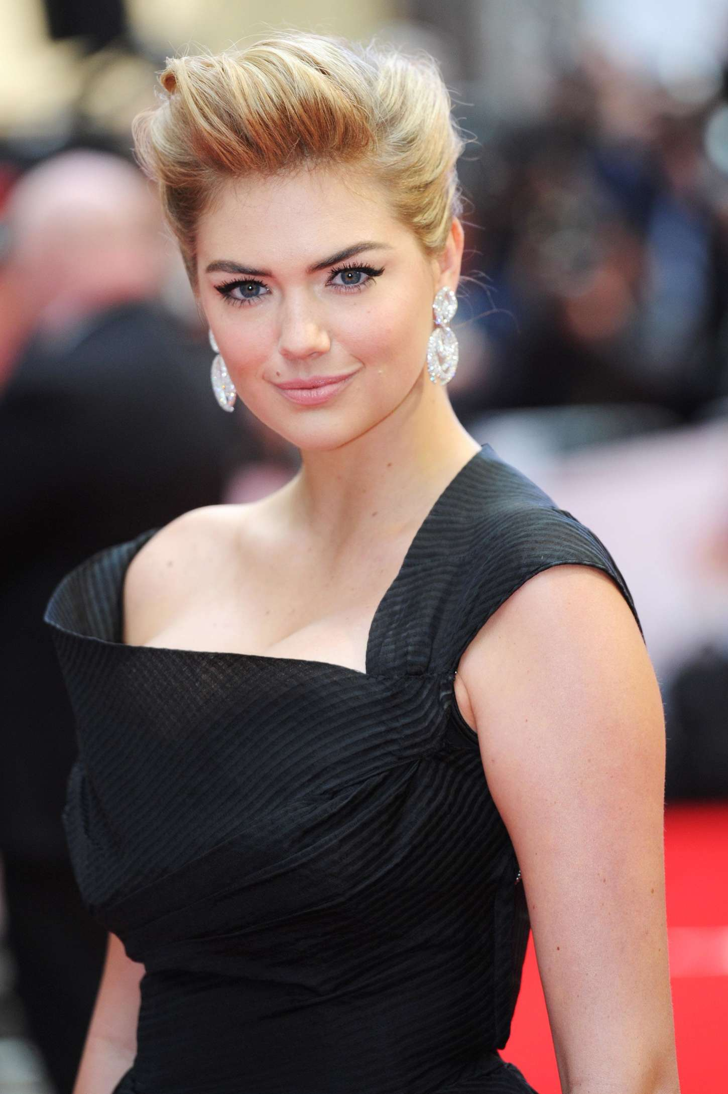Kate Upton: The Other Woman UK Premiere -07 - GotCeleb Hilary Duff Mean