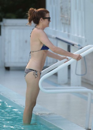 Kate Walsh - Wearing a bikini at a pool in Miami -11