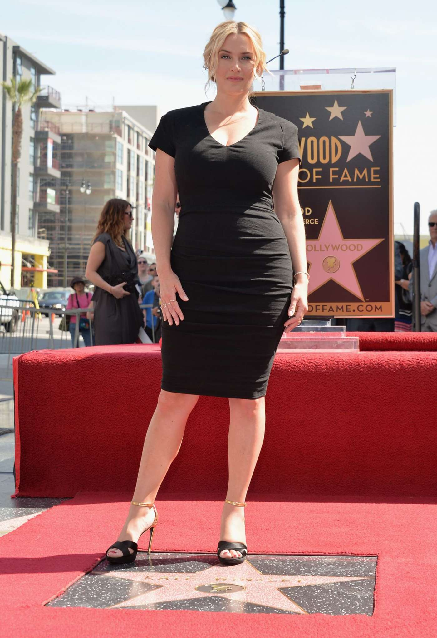 scarlett johansson gets her hollywood walk of fame star