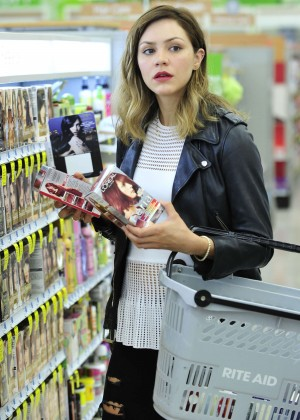 Katharine McPhee in Ripped Jeans Buying haircolor at Rite Aid in LA