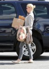 Katherine Heigl - Shopping In L A-12