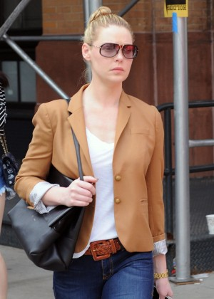 Katherine Heigl on street -07