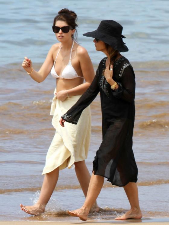 Katherine Schwarzenegger and Maria Shriver ? Bikini At The Beach In Maui-19