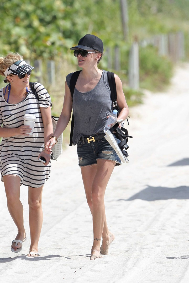 Katie Cassidy – Bikini Candids in Miami -10