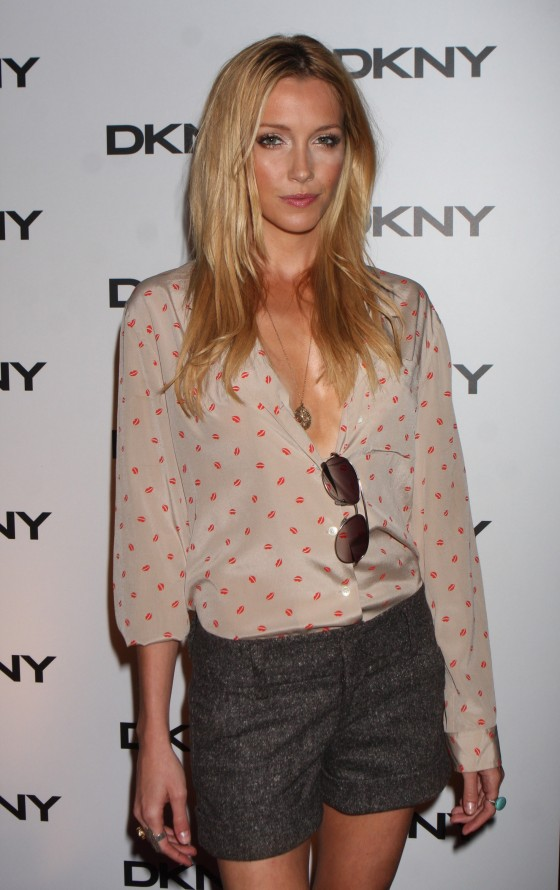 katie-cassidy-dkny-sun-soiree-at-the-beach-02