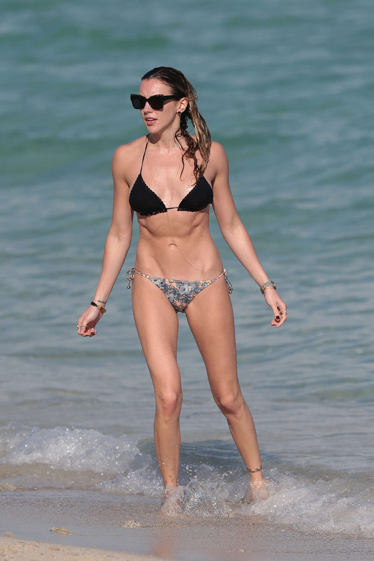 katie cassidy hot