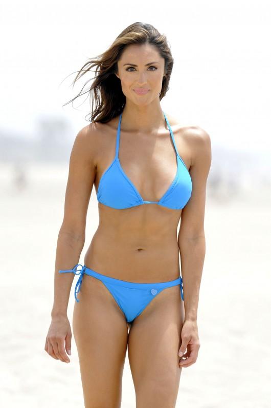 Back to post katie cleary bikini candids july 2010