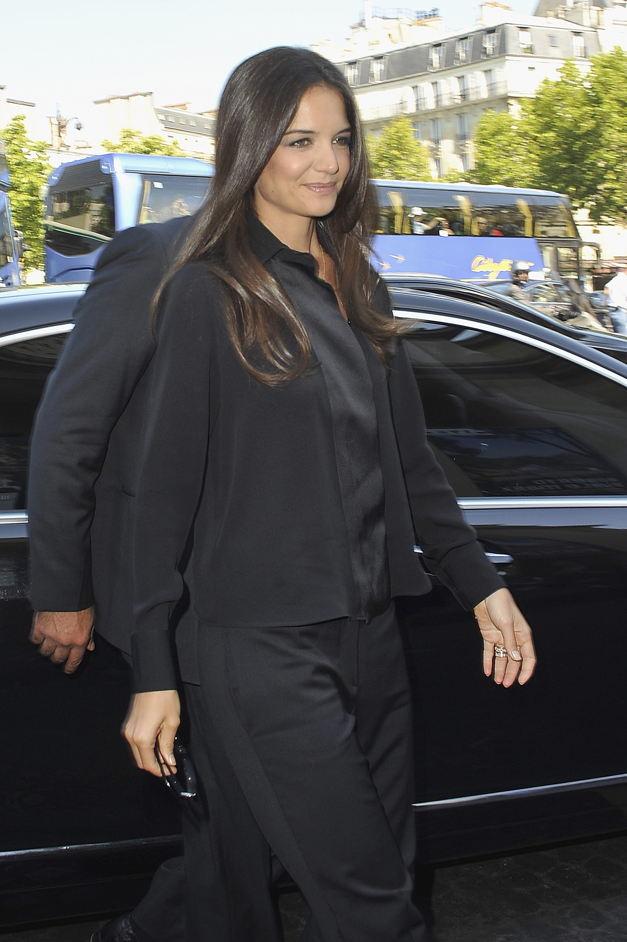 Katie Holmes arrives for the Giorgio Armani Prive Haute ...