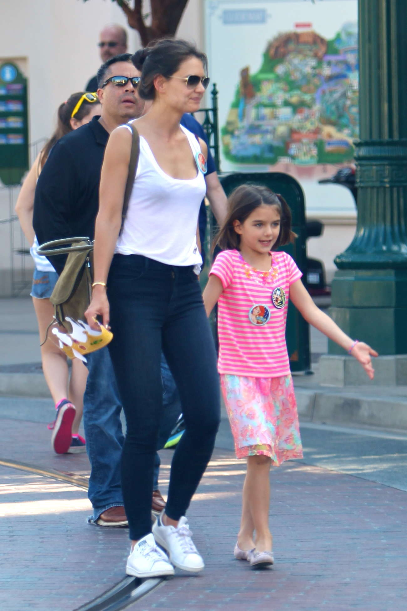 Katie Holmes In Jeans And Tank Top 04 Gotceleb