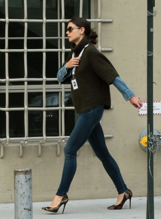 Katie Holmes in Tight Jeans -01