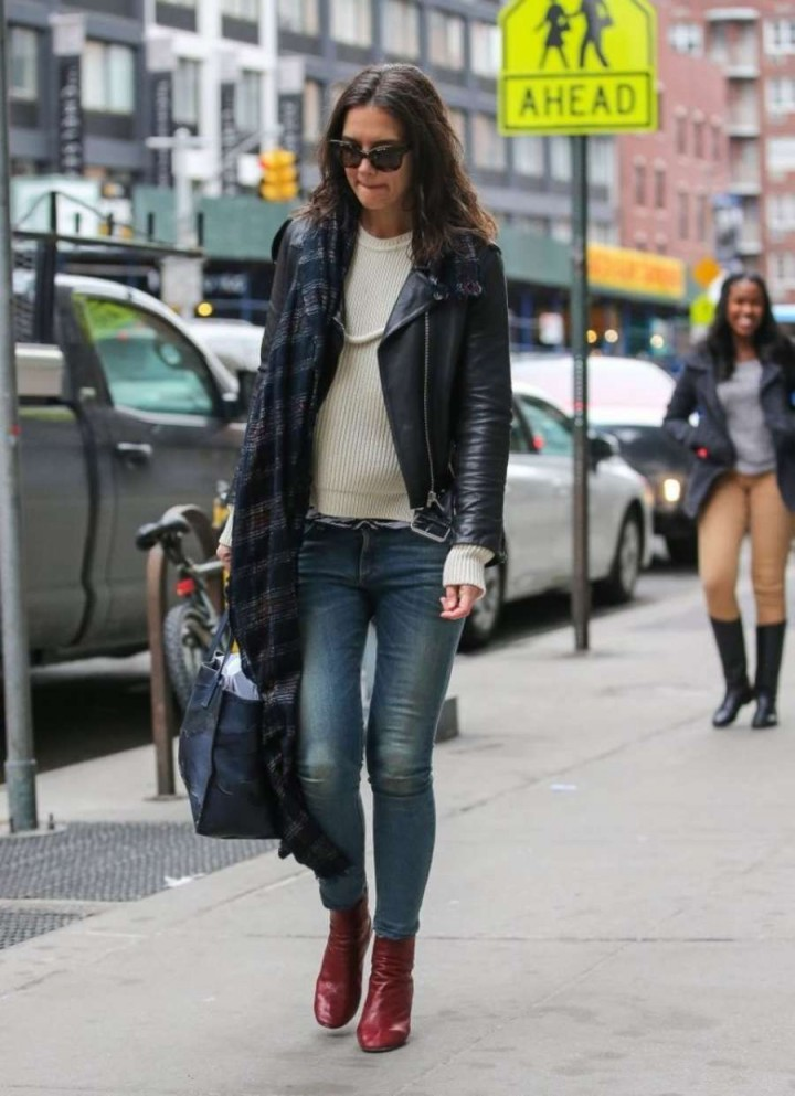 Katie Holmes in jeans -01