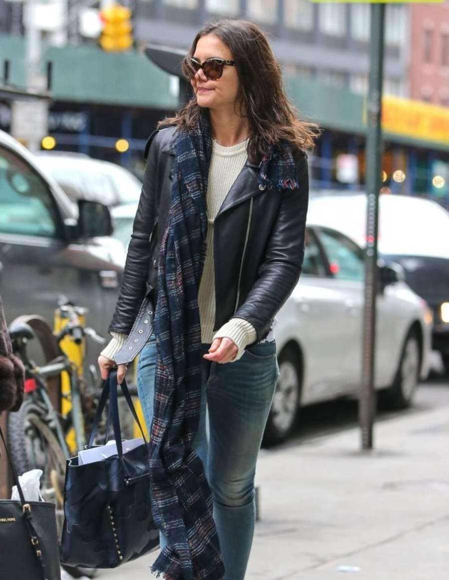 Katie Holmes 2014 : Katie Holmes in jeans -02