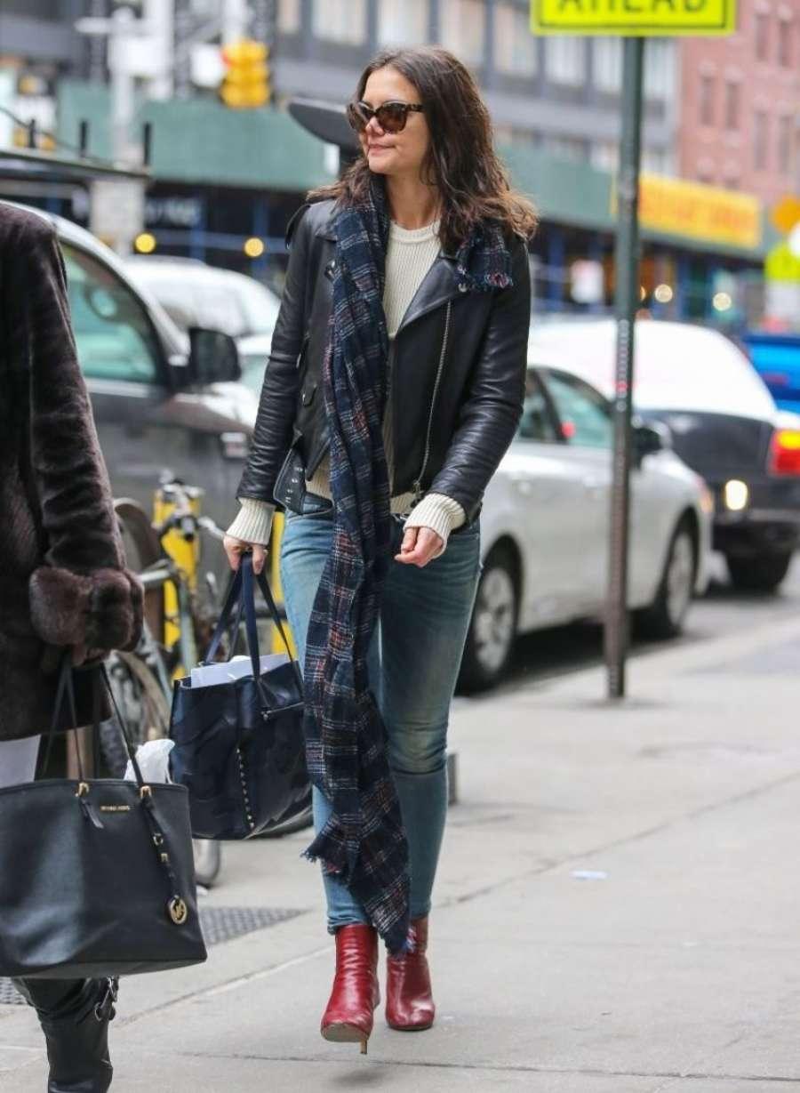 Katie Holmes 2014 : Katie Holmes in jeans -03