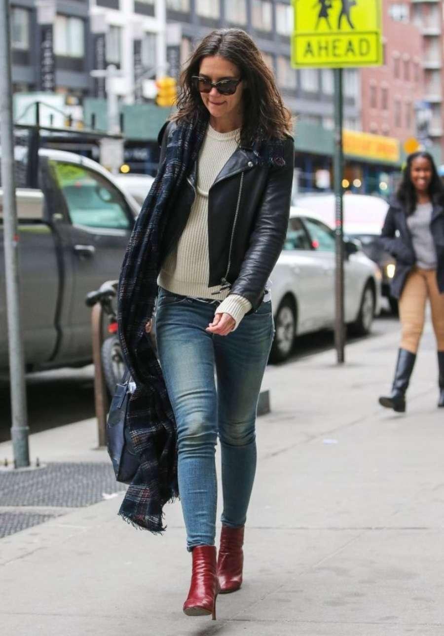 Katie Holmes 2014 : Katie Holmes in jeans -06