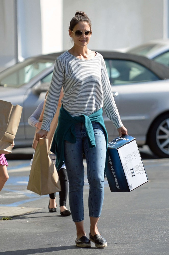 Katie Holmes in Tight Jeans Shopping for Halloween Decorations in LA