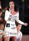 Katy Perry - 2012 Barak Obama Campaign Rally-02