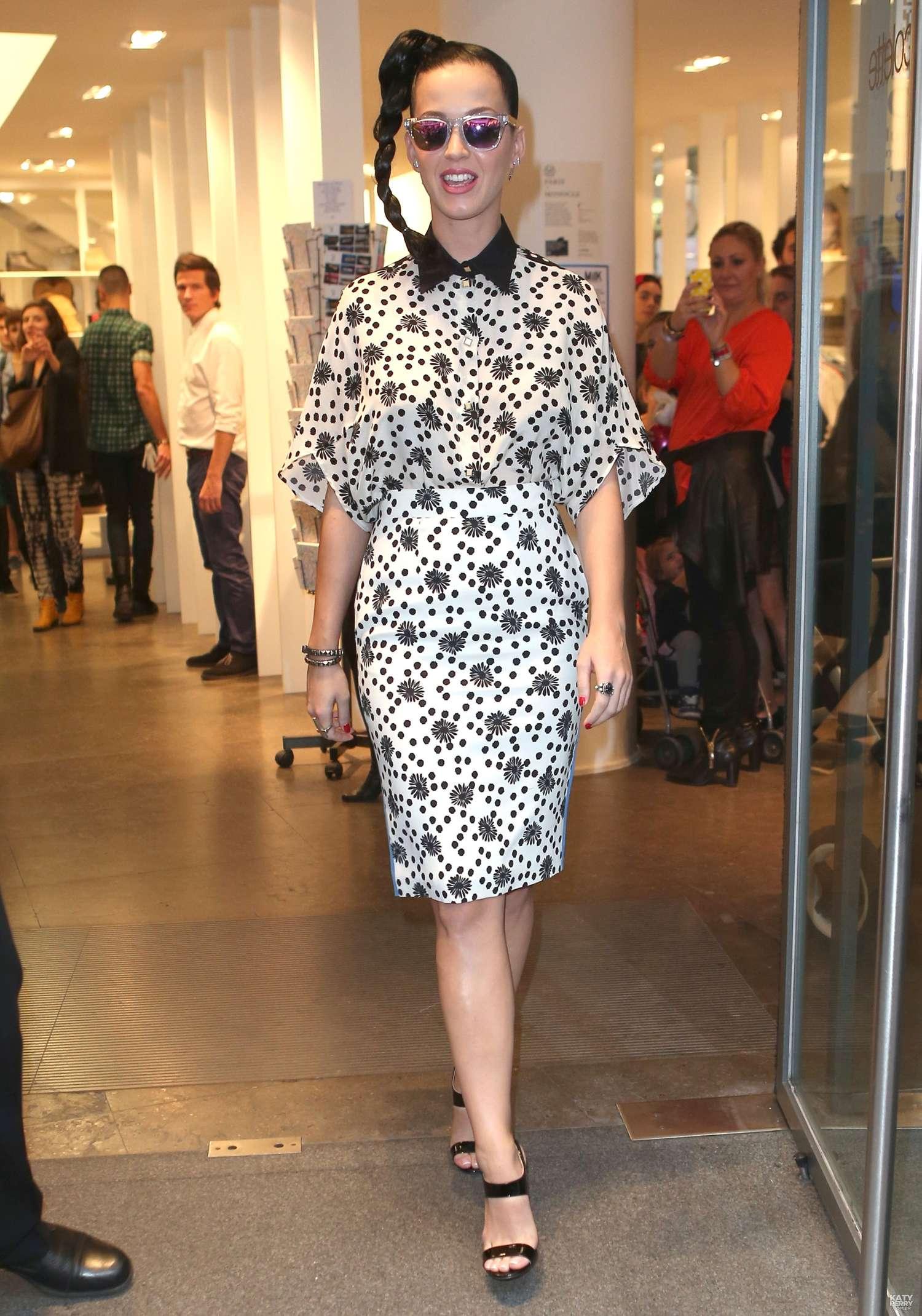 Katy perry at the colette boutique in paris 28 gotceleb - Magasin colette paris ...