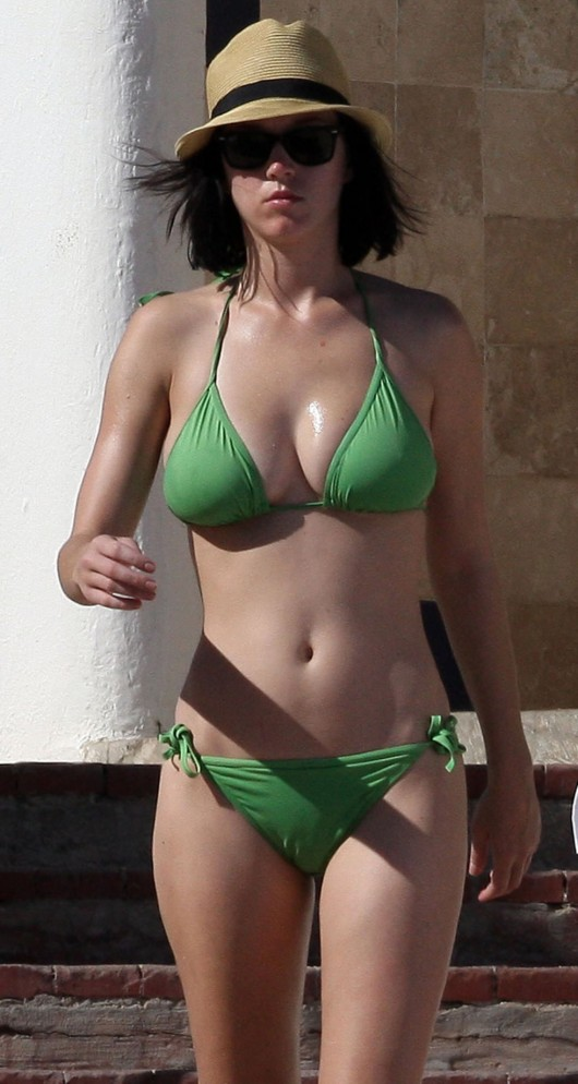 katy-perry-bikini-pictures-in-mexico-11