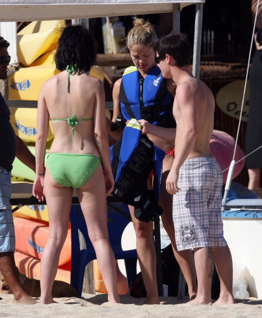 katy-perry-bikini-pictures-in-mexico-17