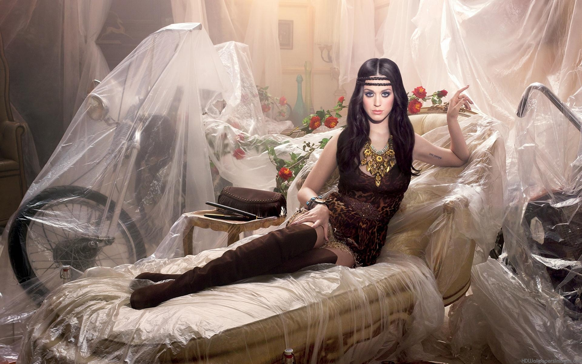 Katy Perry: Dark Horse... Katy Perry Dark Horse