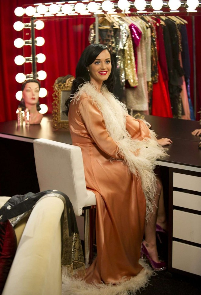 Katy Perry – Dressing Room at Victoria Secret Backstage