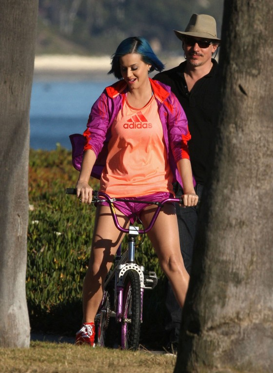 Katy Perry – Leggy in shorts in Santa Barbara-02
