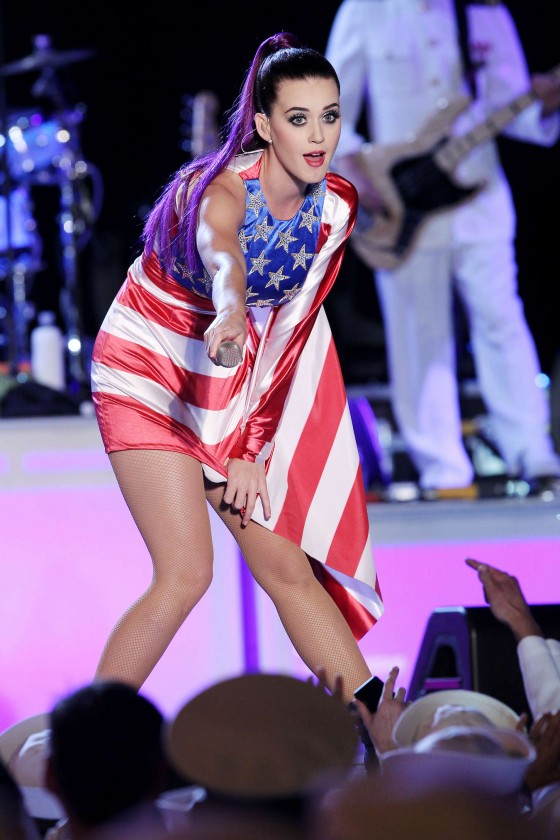 Katy Perry – Performs at Fleet Week in New York