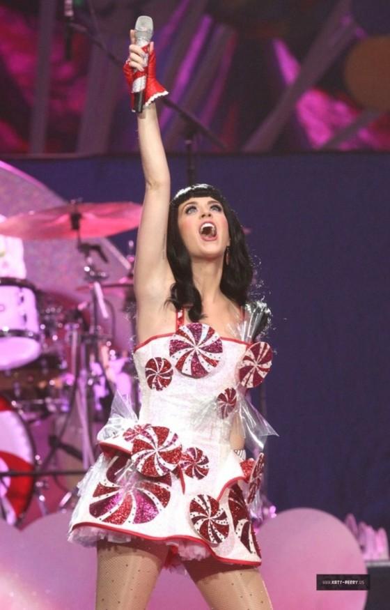Katy Perry – Performs in Salt Lake City, Utah