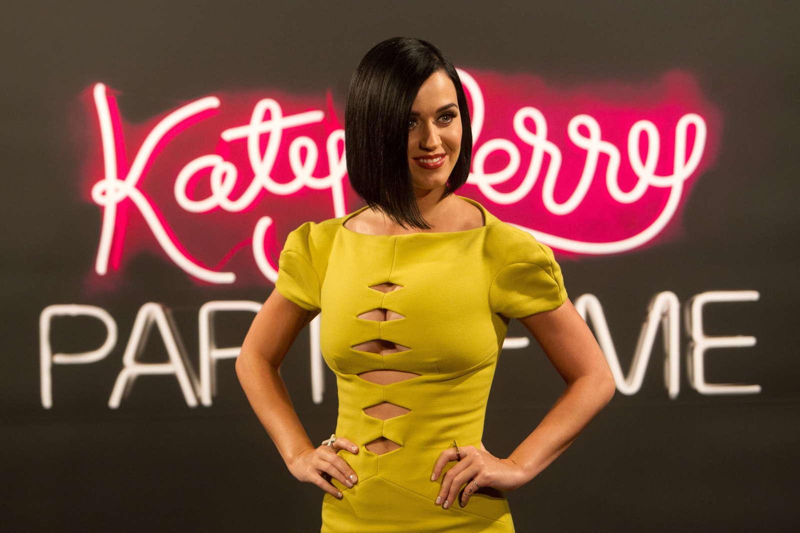 Katy Perry 2012 : katy-perry-photocall-part-of-me-in-rio-de-janeiro-03