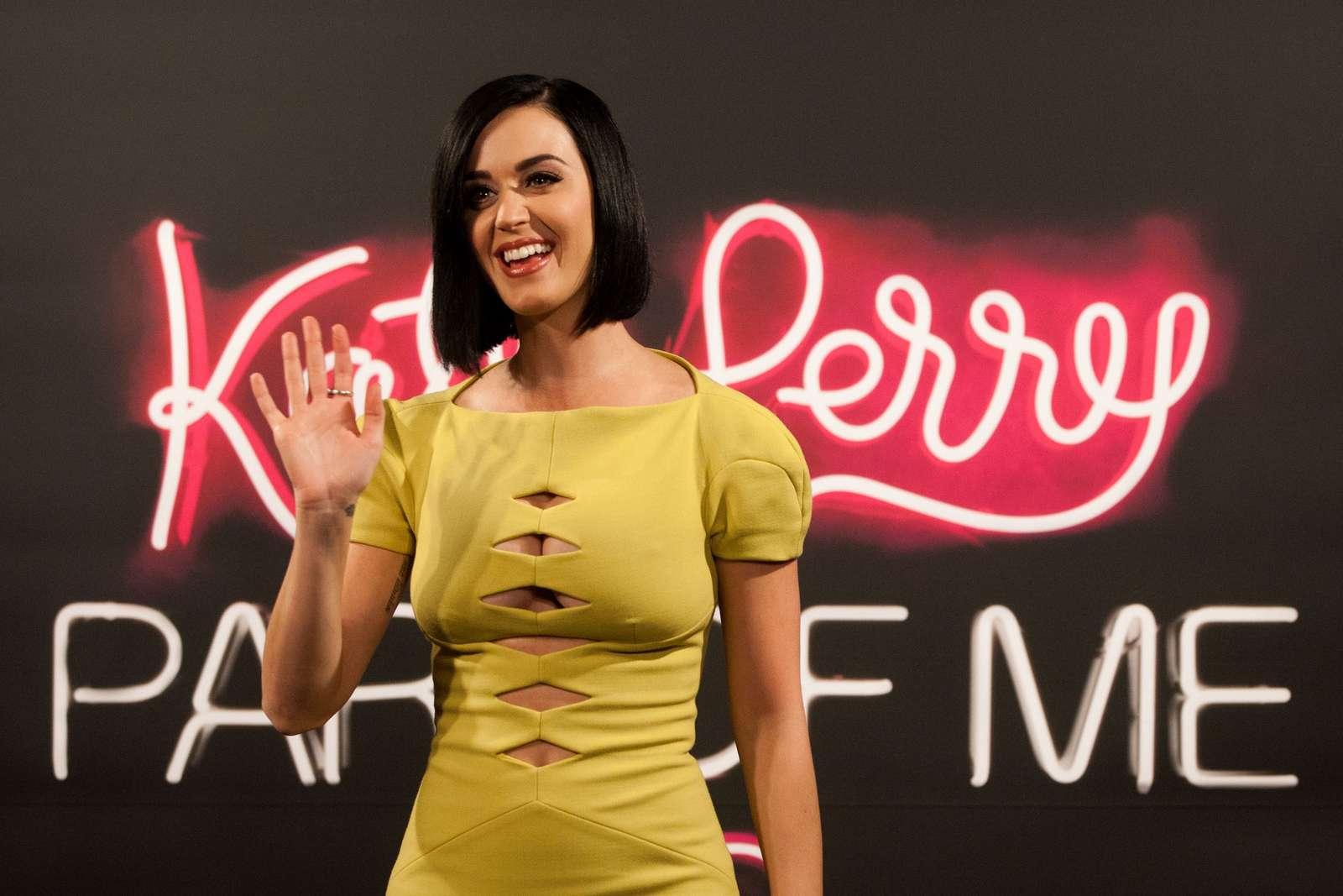 Katy Perry 2012 : katy-perry-photocall-part-of-me-in-rio-de-janeiro-15