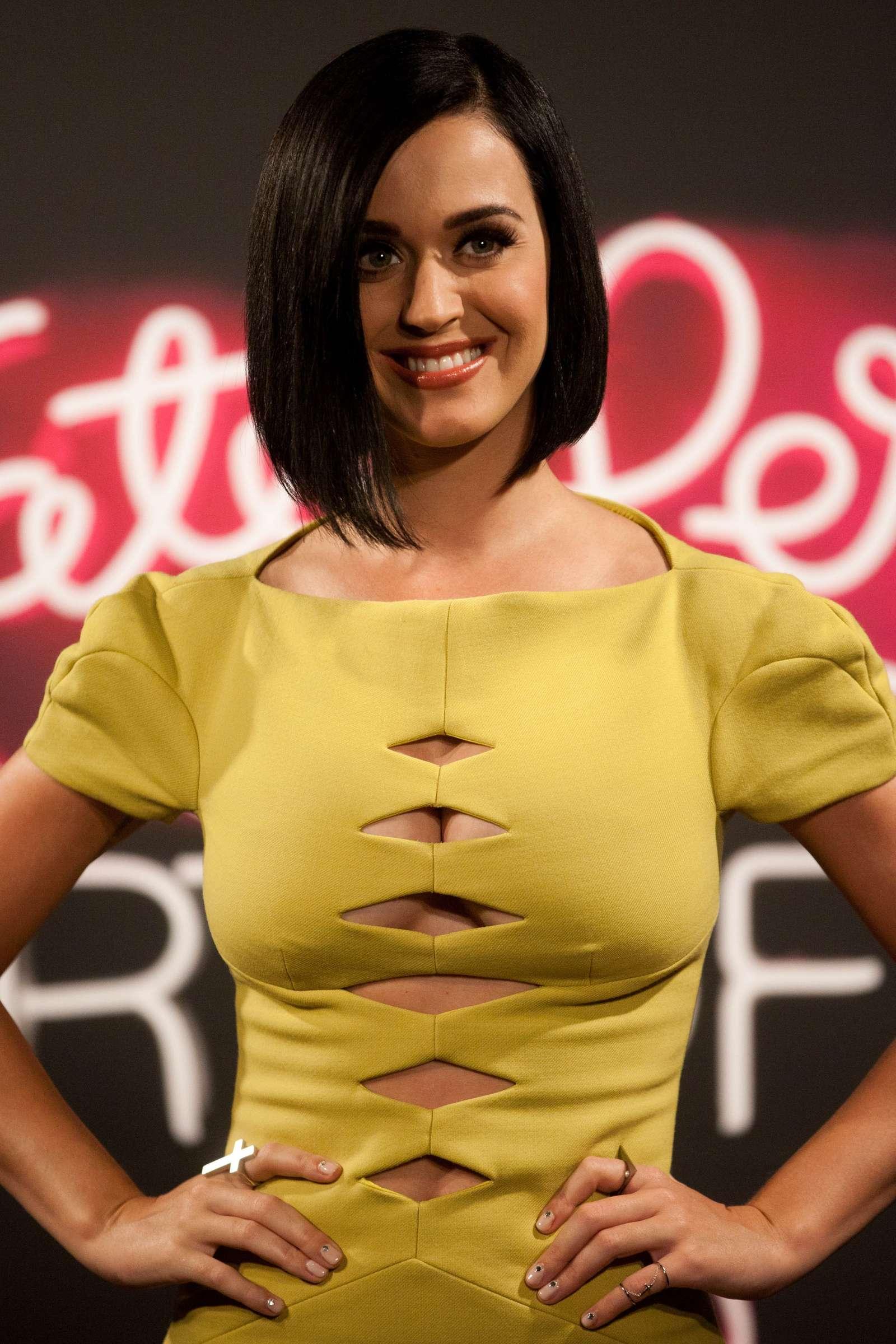 Katy Perry 2012 : katy-perry-photocall-part-of-me-in-rio-de-janeiro-16