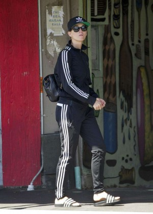 Katy Perry in Sweats out in New Zealand