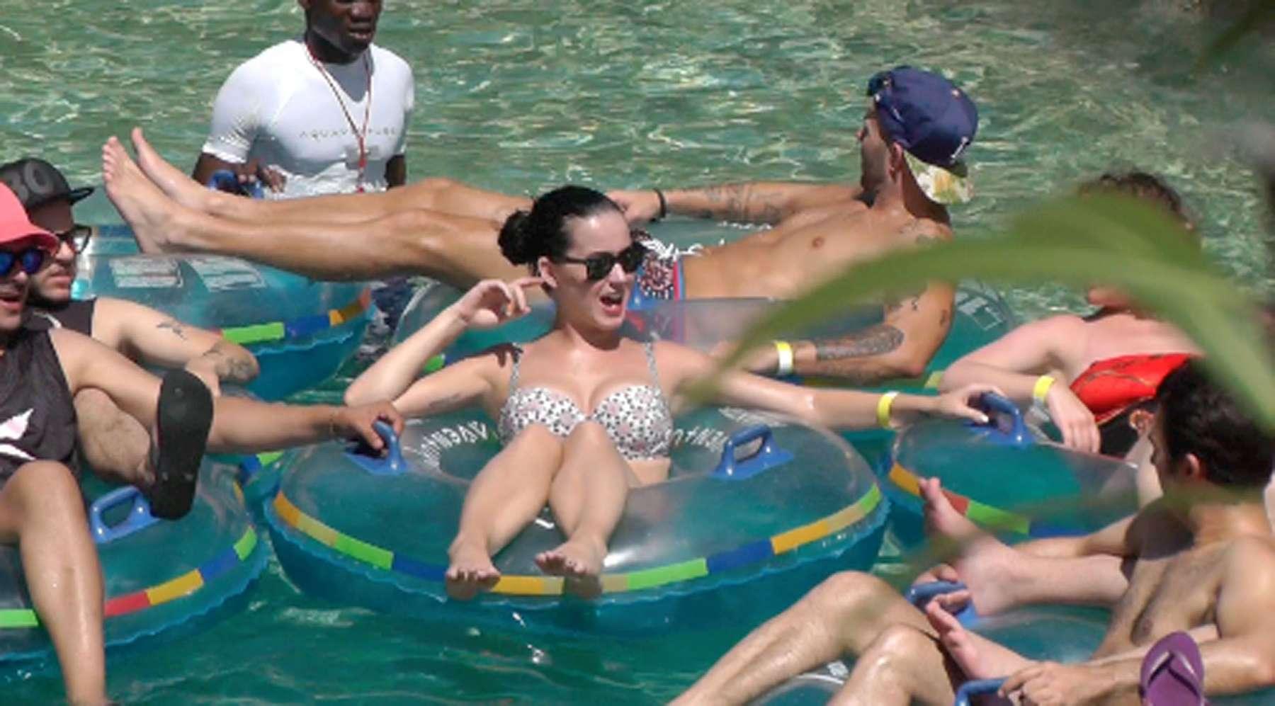 Katy Perry 2013 : Katy Perry in bikini -03