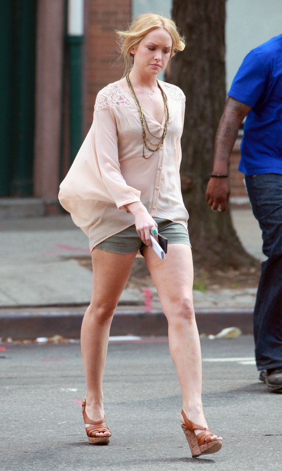 Kaylee DeFer Leggy On Set of Gossip Girl
