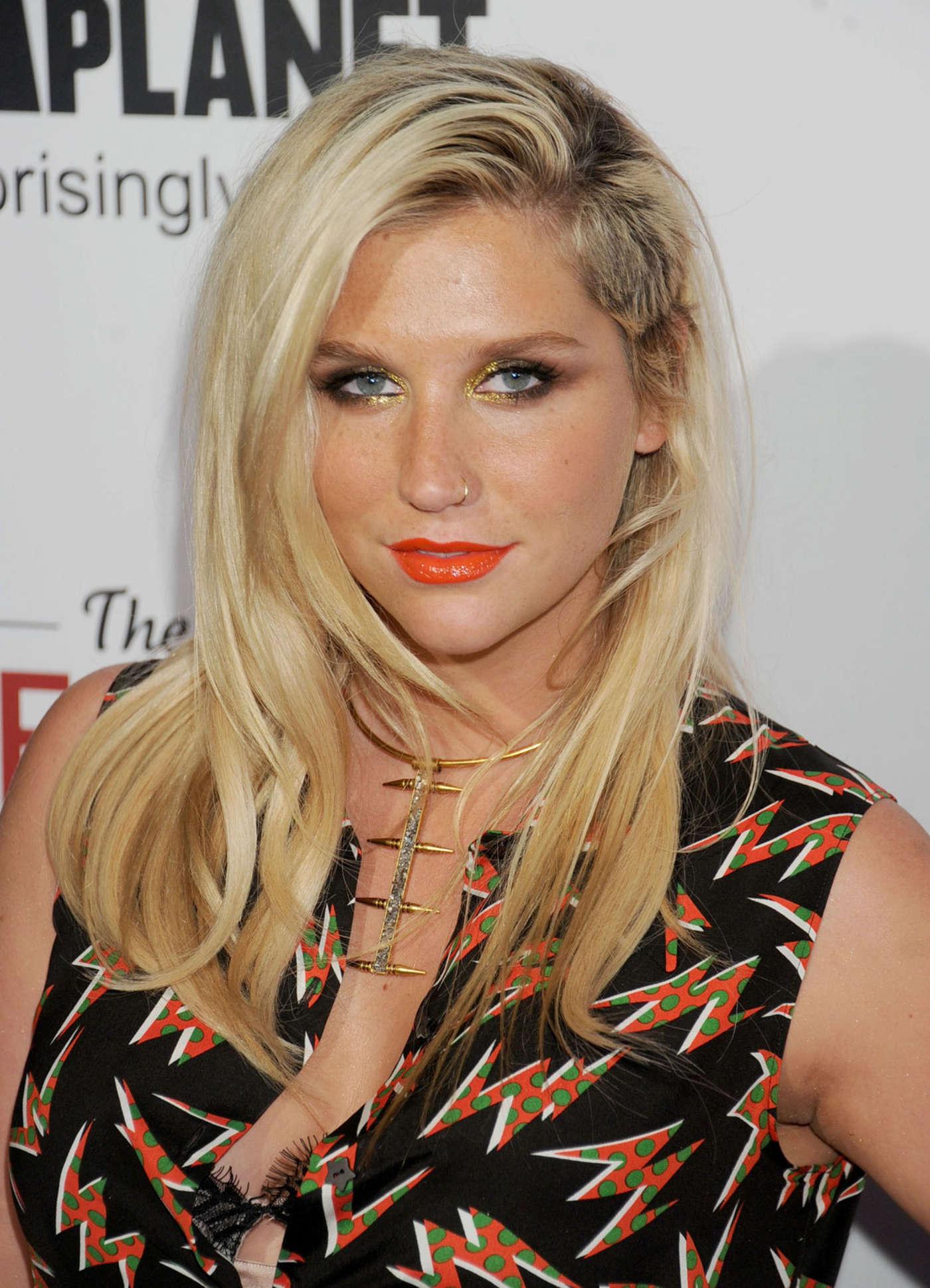 Kesha Nude Photos 29