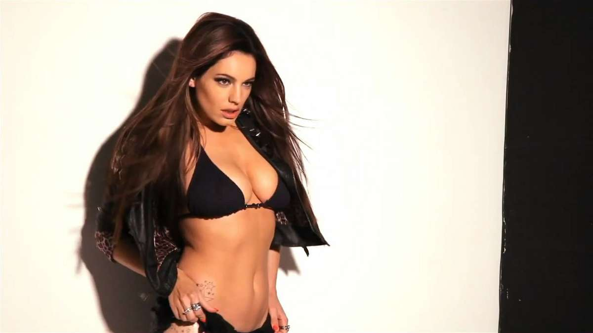 Kelly brook 2013 calendar photoshoot