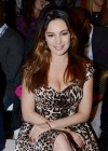 Kelly Brook cleavage-09