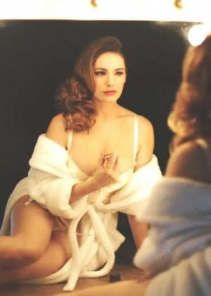 Kelly Brook: Audition Perfume Shoot -06