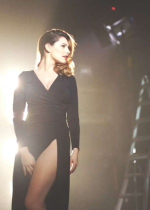 Kelly Brook: Audition Perfume Shoot -08